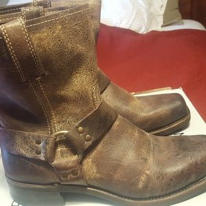 Frye Harness 8R boot  Chocolate. Men size